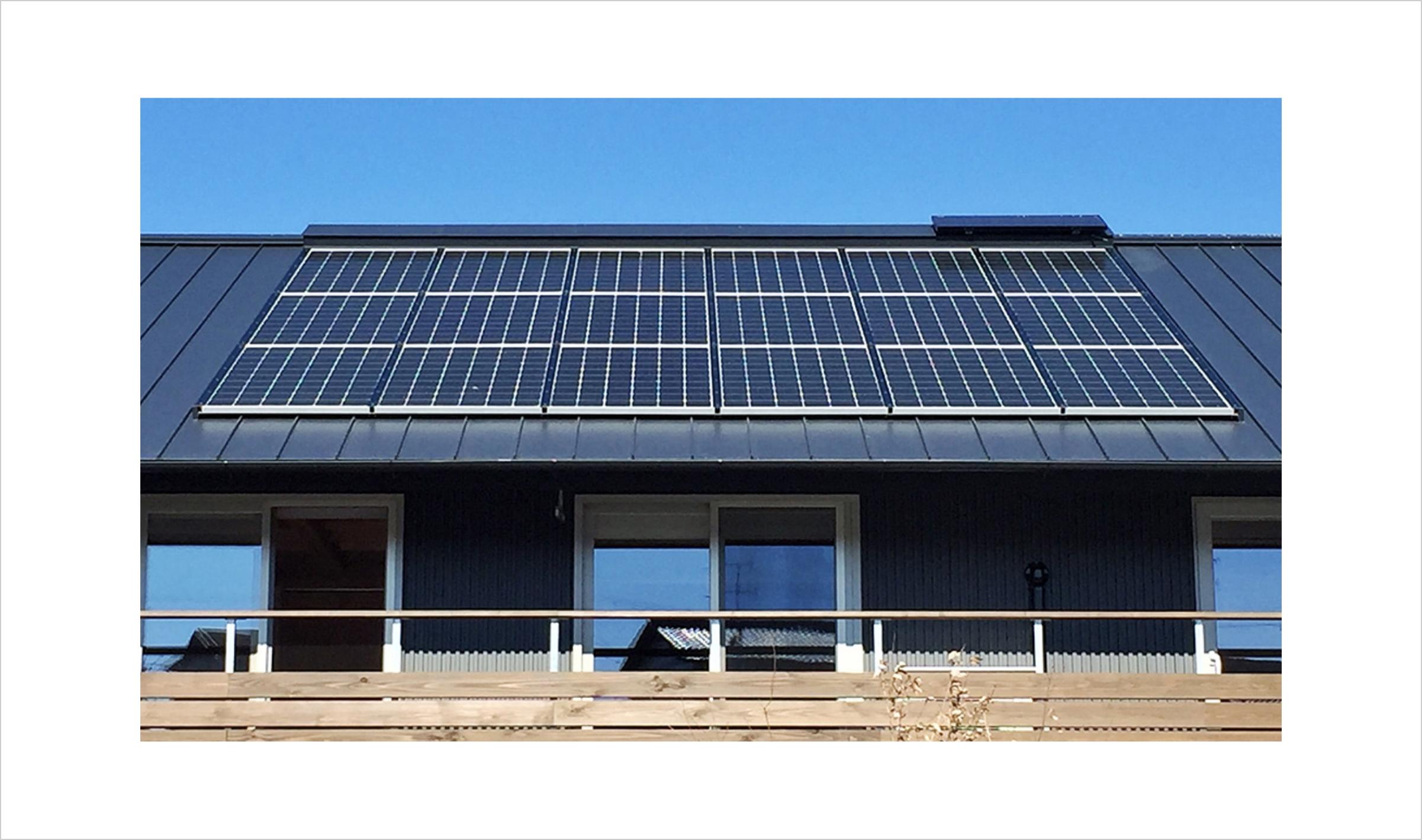 発電だけでなく、太陽熱活用もできるPVTパネル  クワトロDM